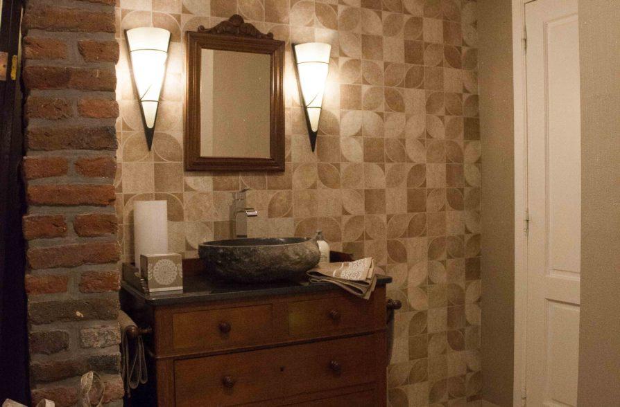 Le vestibule avec vestiaire et wc