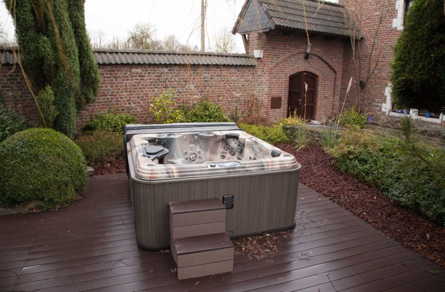 The Jacussi/Hot-tub