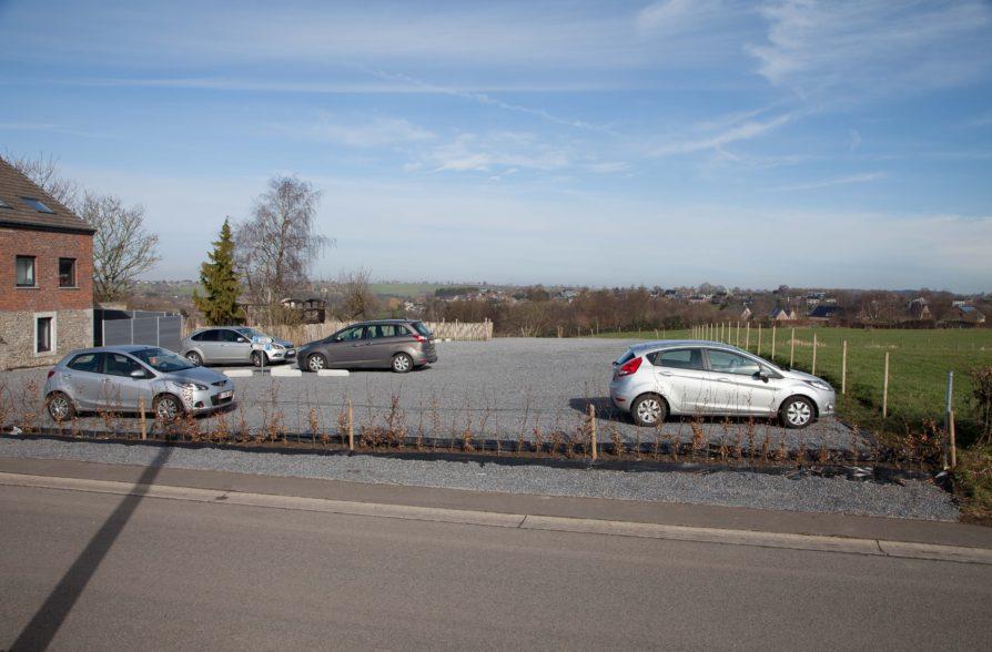 Le vaste parking