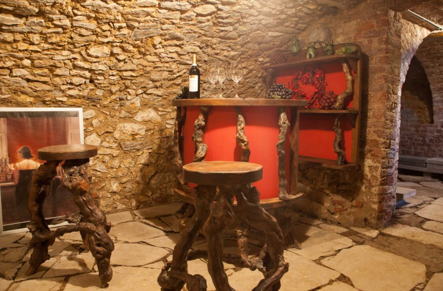 Le bar à vin en cave voutée